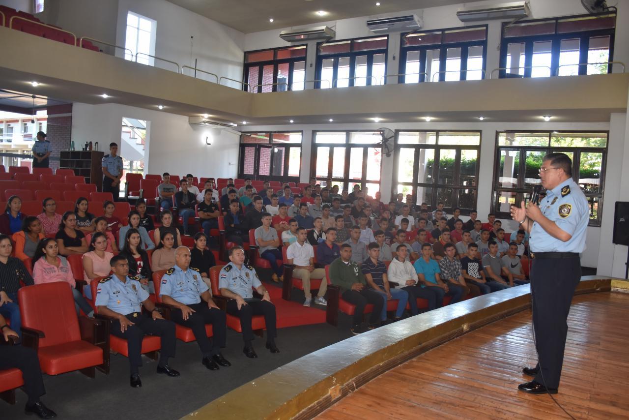 Director General brindó instrucciones a ingresantes de la Academia Nacional de Policía