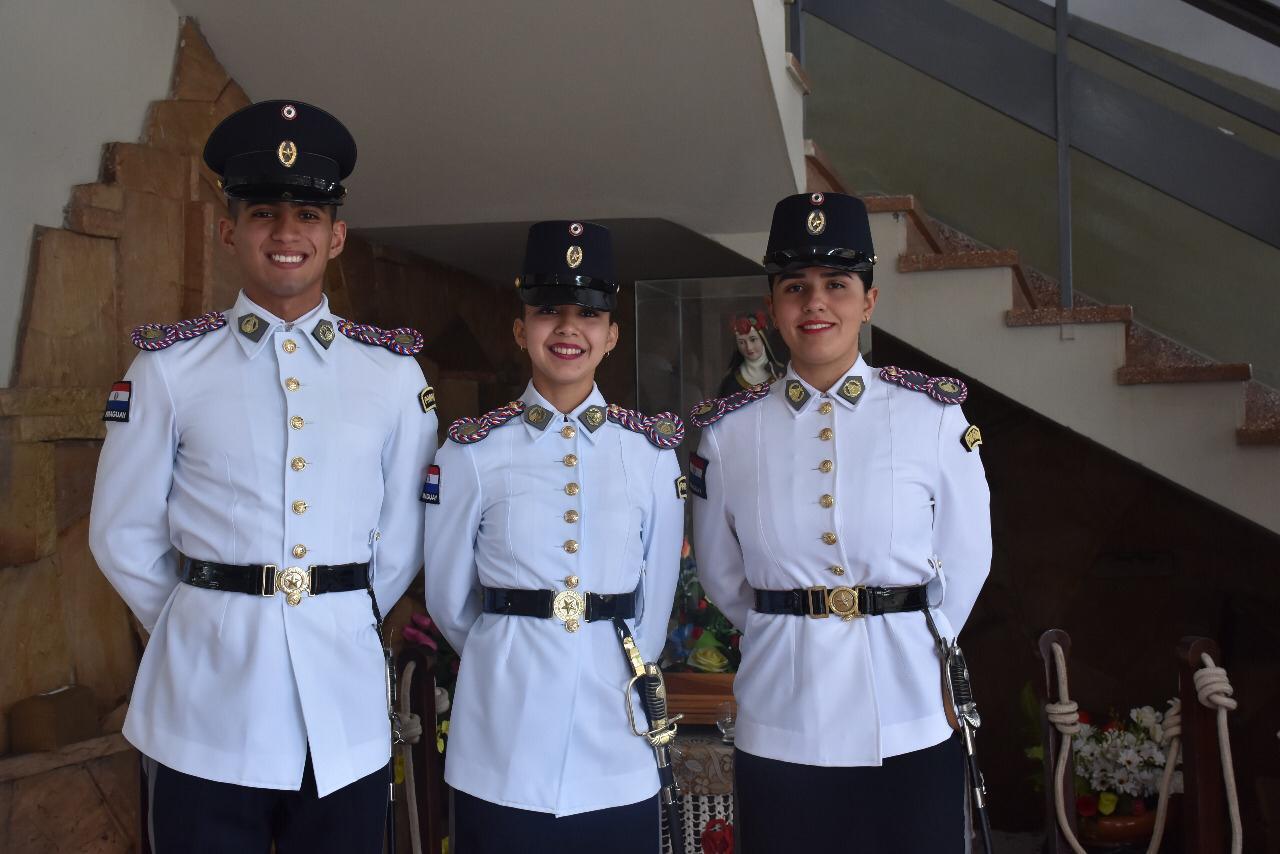 Cadetes becados en Chile se esmeran en mantener altas calificaciones